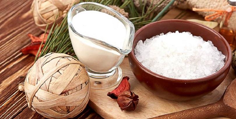 Da bị mụn có nên rửa mặt bằng sữa tươi không đường?